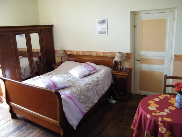 A quiet morphée's room in Antigny - Antigny - Bed & Breakfast