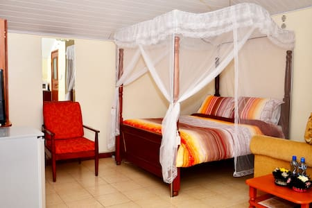 Your Second Home - Nairobi - Bed & Breakfast