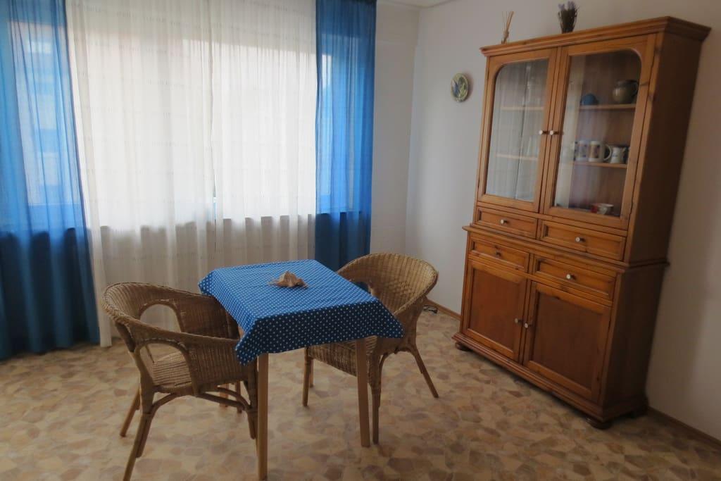 Salle de séjour et chambre