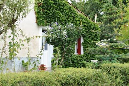 Gite en Charente - Baignes-Sainte-Radegonde