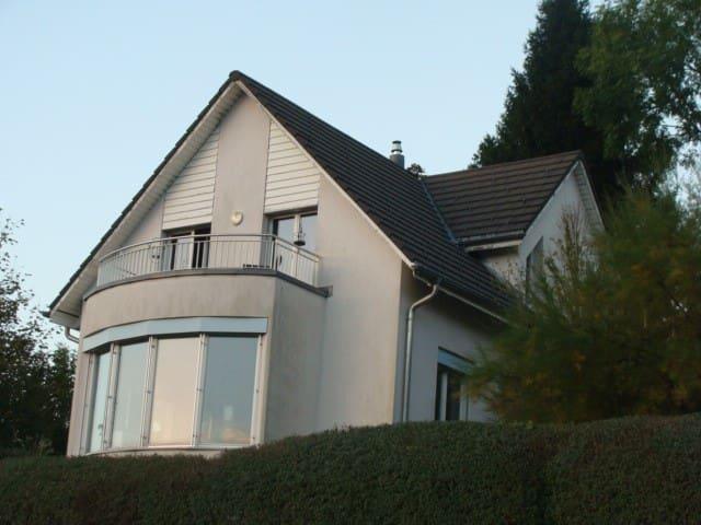 Alleinstehendes Einfamilienhaus - Benken - House