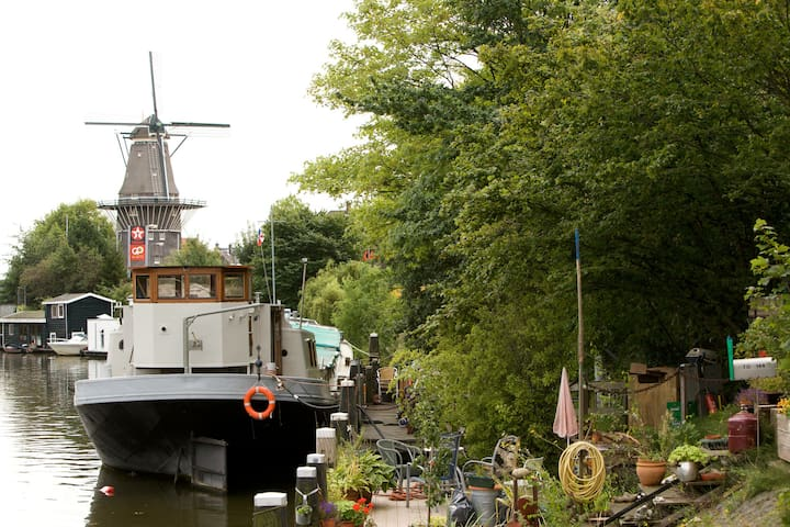 Private Studio on a houseboat; with windmill views