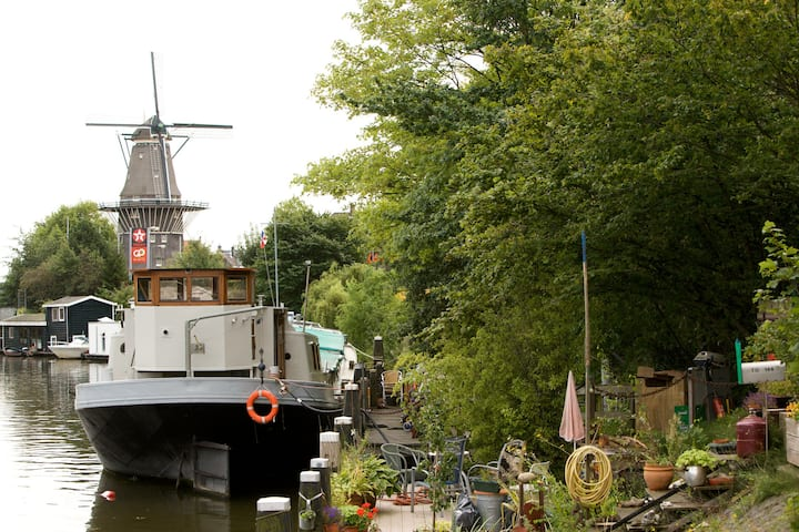 Unique houseboat with windmill view