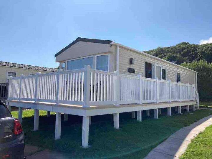 Modern Caravan & Pool (extra fees for pool use)