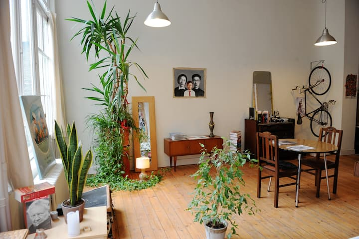 Spacious Art Nouveau Loft & Bird Paradise