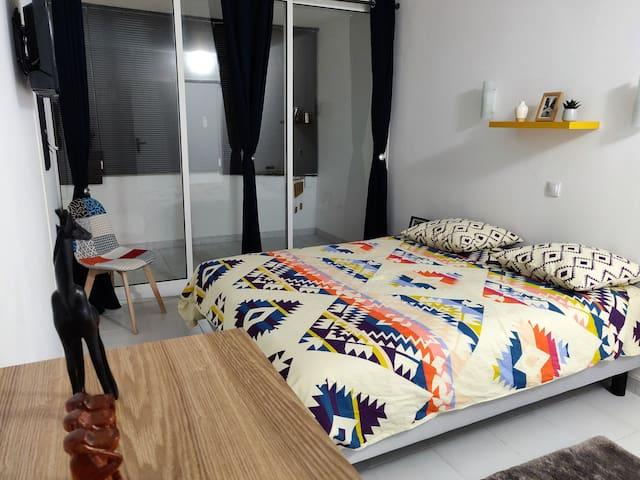 Noisy-le-Grand : Indiana chambre privée