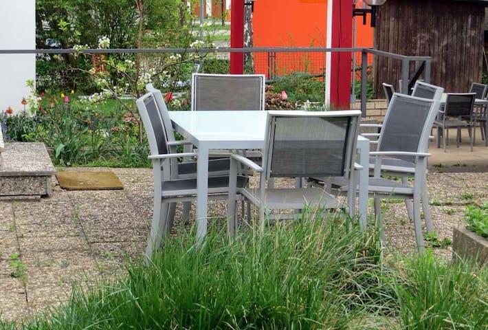 ... mehr Platz gibt es in unserem 800 qm großen Garten.