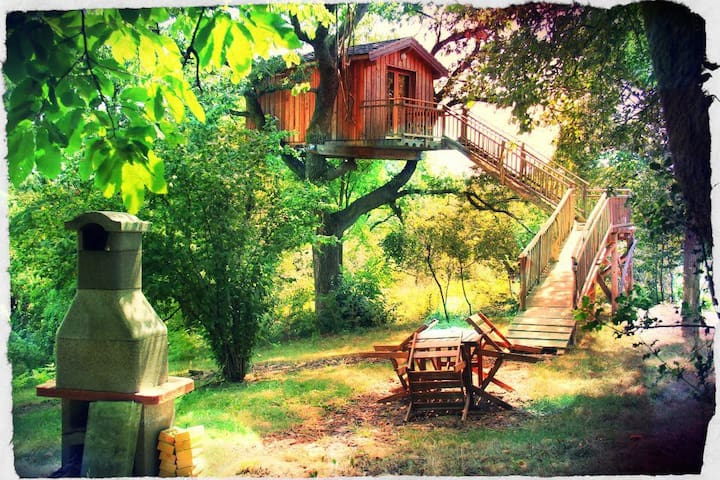 CABANE PERCHEE ds le CHÊNE/ CONFORT - เบียริกซ์ - บ้านต้นไม้