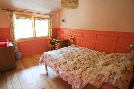 Chambres d'hôtes au Chalet Beausite - Saint-Ursanne - Bed & Breakfast