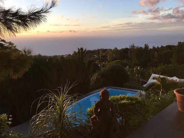 Magnifique villa SPA Piscine Vue Exceptionnelle - La Montagne - House