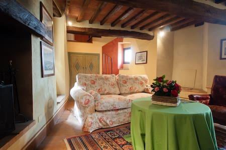 Castello di Sismano - Suite Verde - Avigliano Umbro - Linna