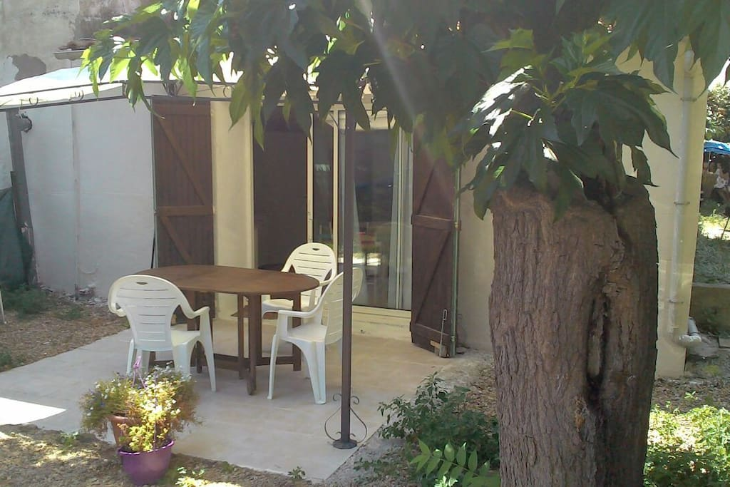 Studio avec terrasse et jardin flats for rent in le grau for Le jardin inattendu agde