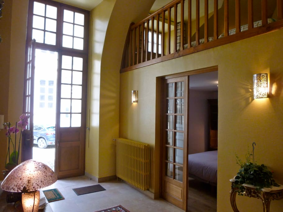 entrance into the apartment, big volume high ceiling, perfect for tall people!