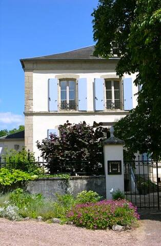 B&B in Oude Presbytere, kamer Oost - Marigny-sur-Yonne - ที่พักพร้อมอาหารเช้า