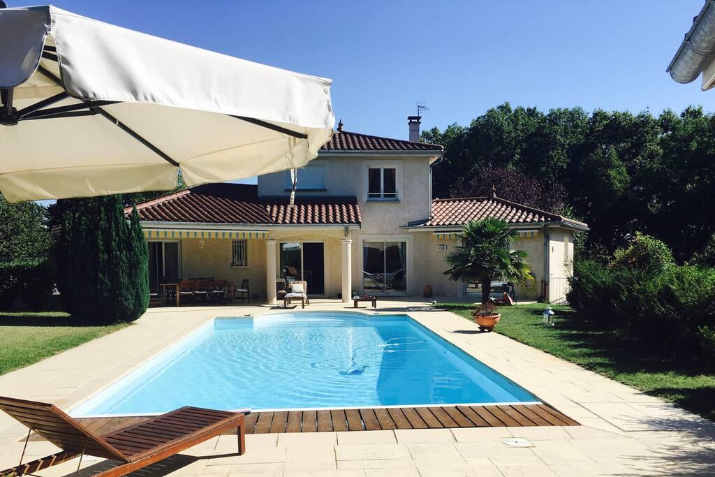Villa moderne avec piscine 170 m2 maisons louer for Agrandissement maison 170 m2