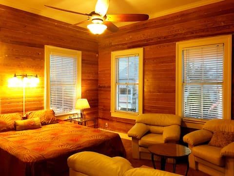 Duval Balcony - Street Suite