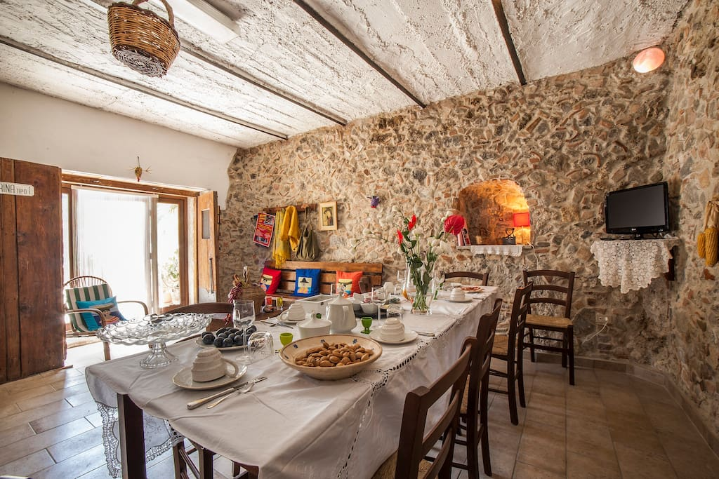 Breakfast-room-