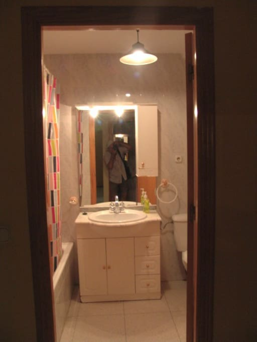 Cuarto de baño completo, con bañera, bidet...