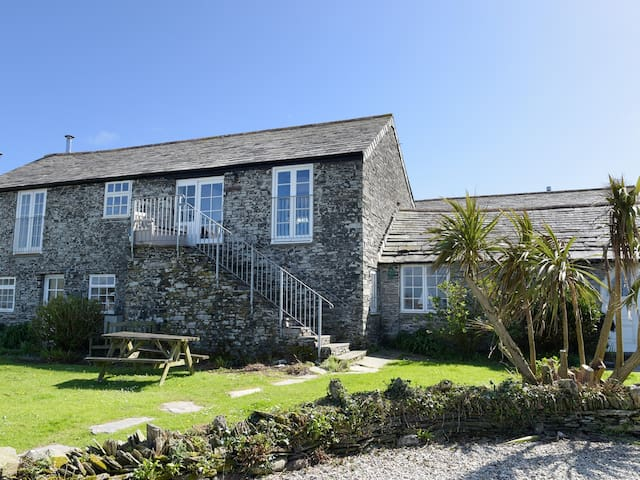 THRESHINGS COTTAGE, pet friendly in Tintagel, Ref 970386