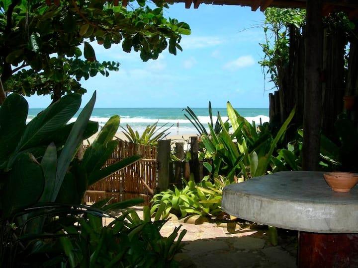 Suíte pé na areia da praia da Tiririca em Itacaré