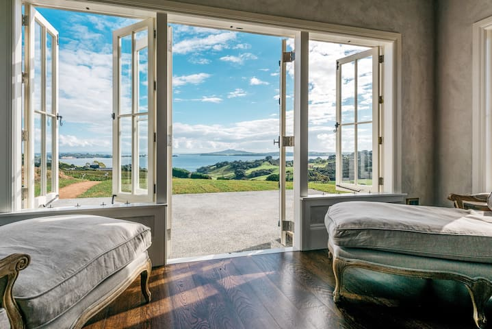 Luxury Cottages at Mudbrick Vineyard