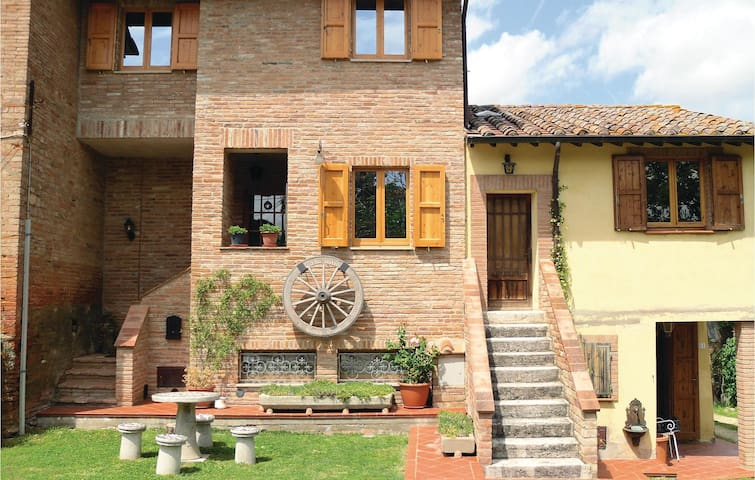 Terraced house with 3 bedrooms on 60 m² in Castiglione d. Lago PG