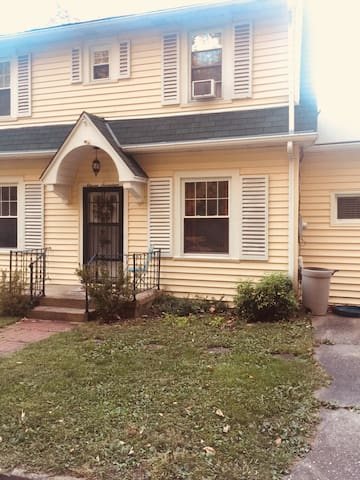 Cute, Comfy Home Close to Everything Charleston WV