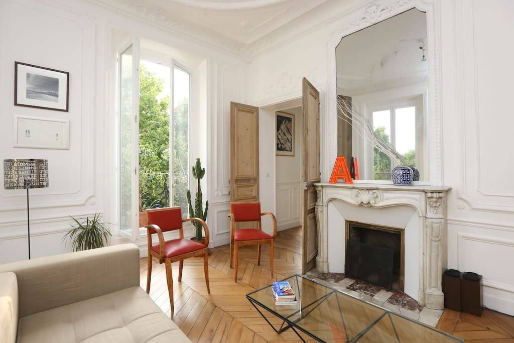 Large living room, 3 windows, lots of light, balcony, hifi system