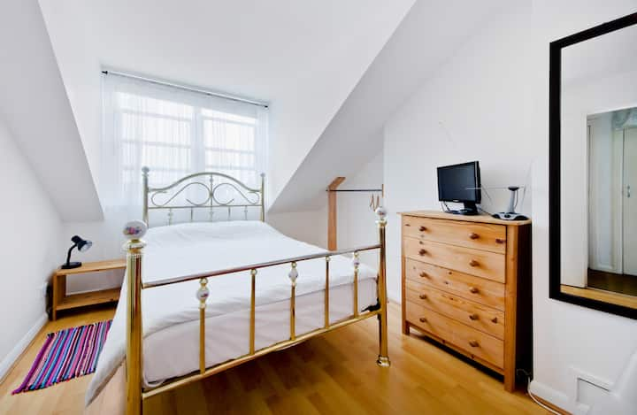 Trendy London Double Room, Cafes & XLent Transport