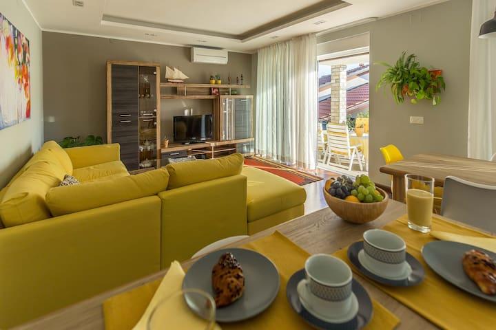 Kitchen&Sitting room