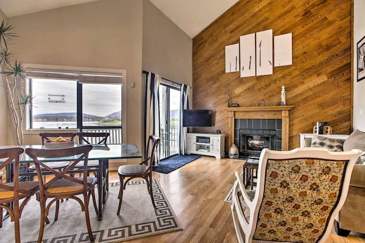 Spectacular Waterfront Condo, Relax and Enjoy.