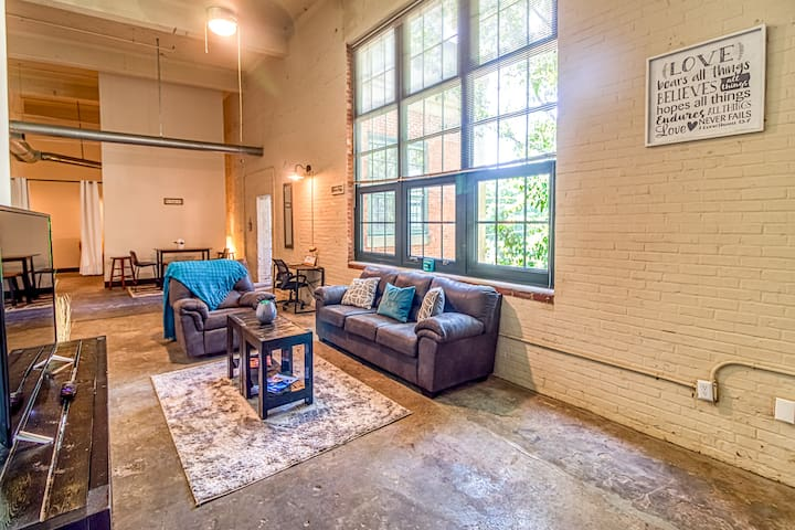 ❤eART of Riverwalk | Cozy exposed DOWNTOWN Loft❤