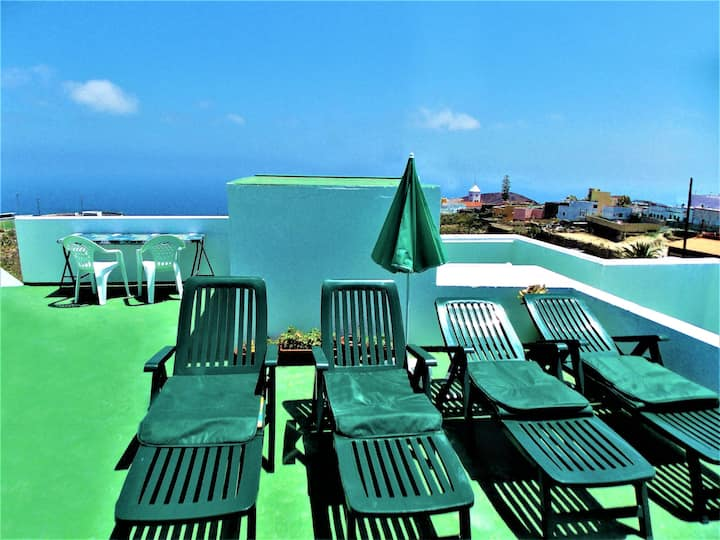 Casa Pepe with sea views and large terraces