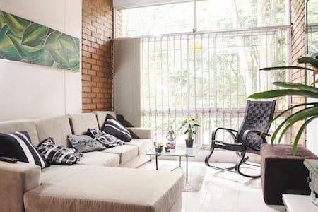 Relaxing room  in Poblado Provenza - Medellín - Huoneisto