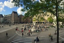 Enjoy The Historical Dam Square Including The Amsterdam Royal Palace