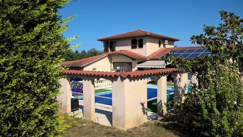 Chez Patrice, Chambre privée , piscine, parking - Preignan - Talo