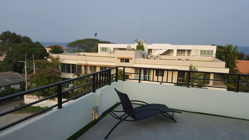 90m to famous Hua Hin beach/Roof Top with Sea View