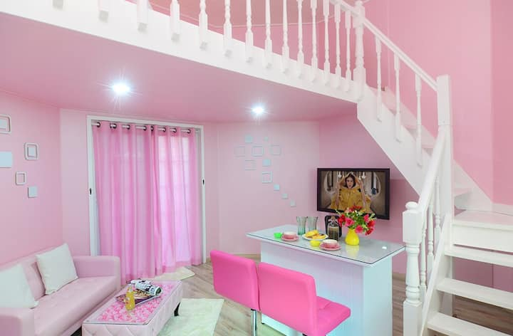파리에 온 것만 같은 귀엽지만 넓은 핑크 객실