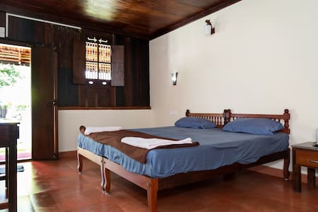 Spacious Heritage room near Cherai Beach - Vypin - Βίλα