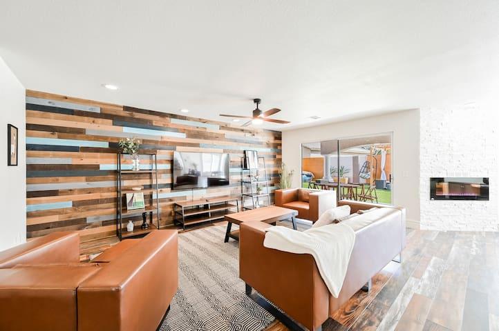 GA Designer 6 Bedroom Home w/Pool Sleep 14