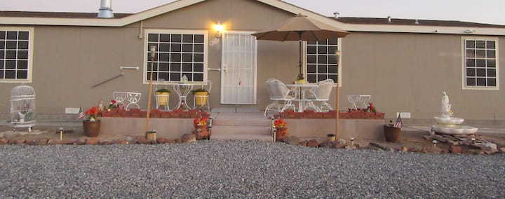3 Rooms, 2 Qn Beds,  2 Baths, Easy to Death Valley