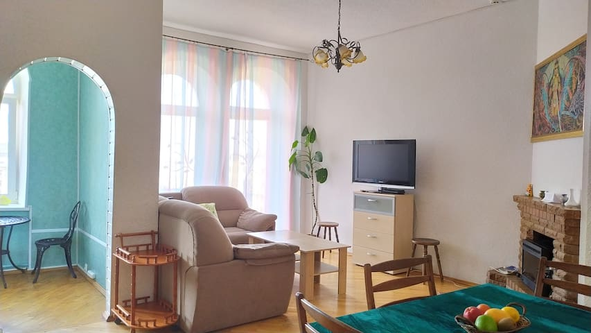 3 bedrooms + chic room with a balcony, Center