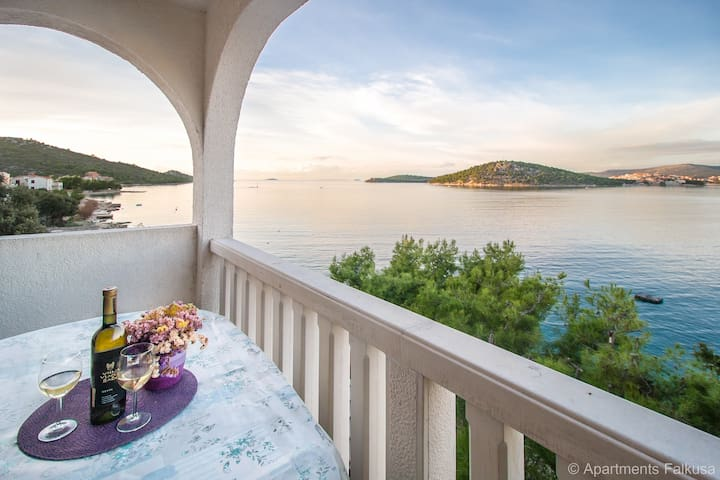 Apartment with magnificent sea view