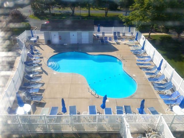 Downtown Rehoboth Spacious 5BR Villa w/ Pool & Ten