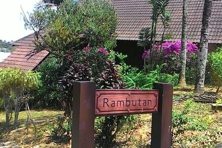 Rambutan Chalet, Carpe Diem Orchard Home Serendah - Serendah - Alpehytte