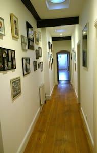 Old Natnl School Grd Flr apartment (Southwell) - Southwell - Haus