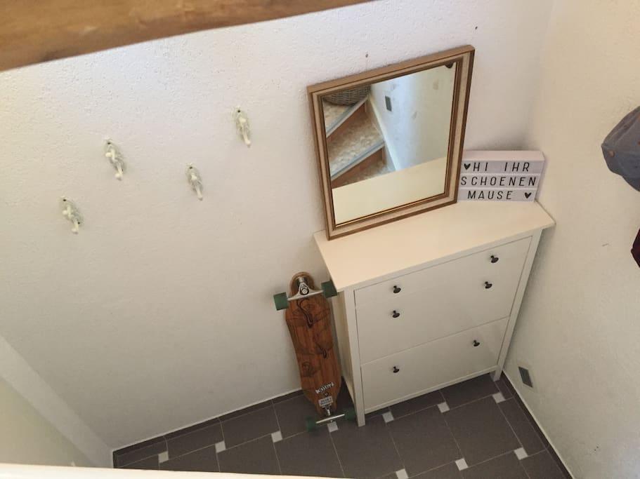 Platz für Jacken und Schuhe/ Space for Wardrobe