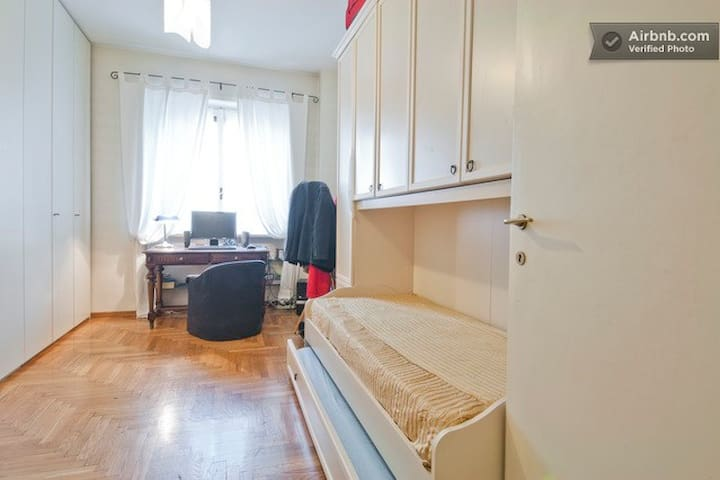 Nice Room Close Stazione Centrale,1 or 2 Guests !!