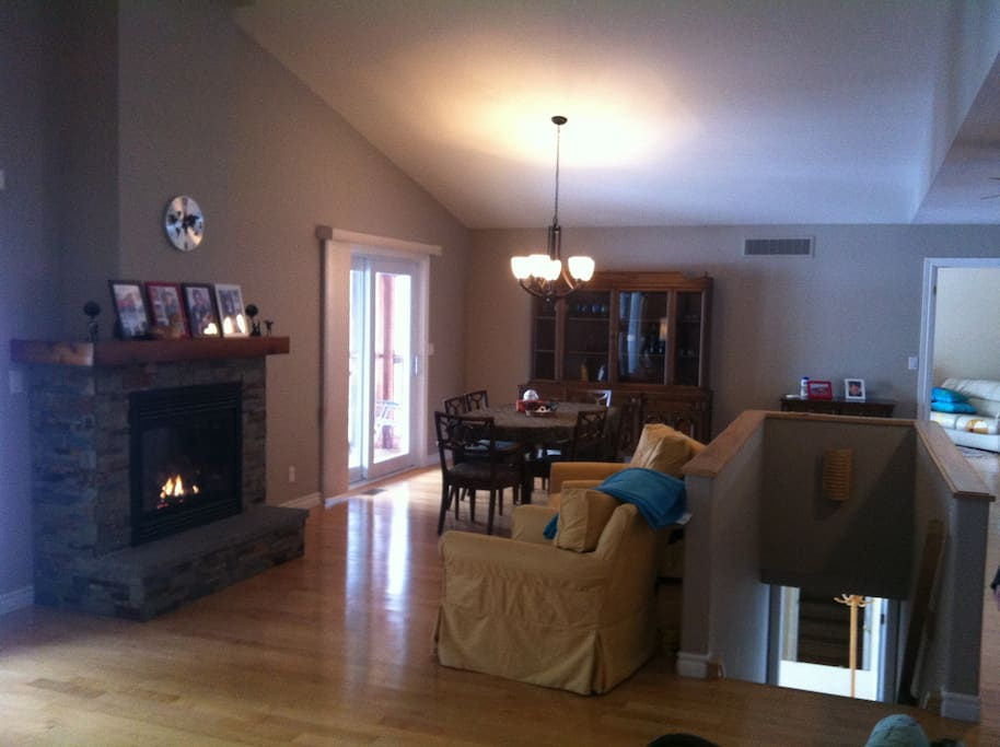UPPER FLOOR LARGE COMFORTABLE LIVING ROOM WITH FIRE PLACE 2