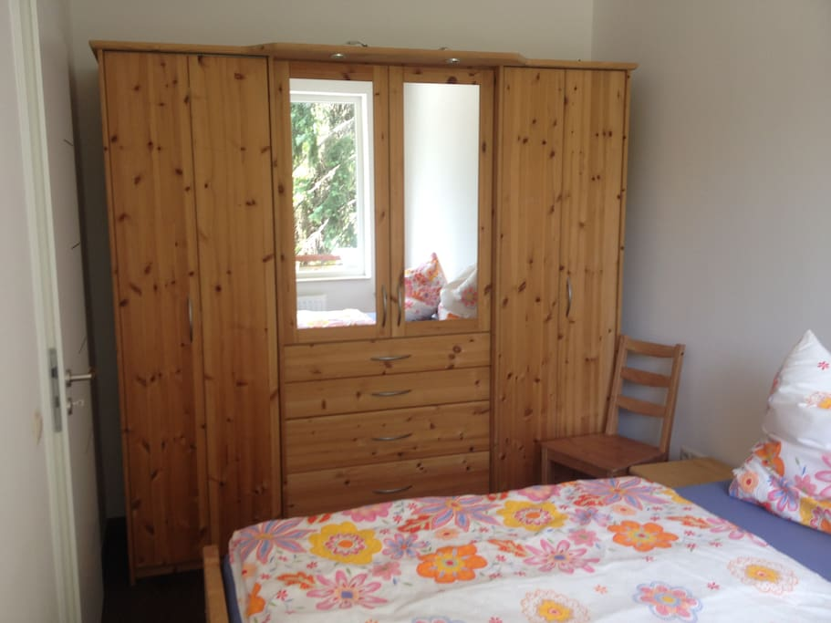 Schlafzimmer mit 2 Einzelbetten/ Bedroom with twin bed